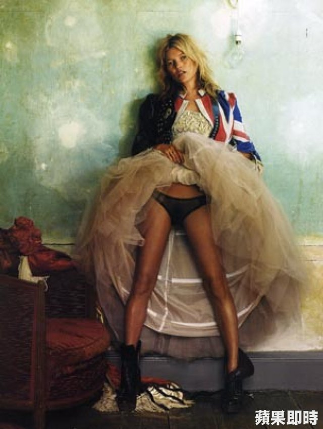 《Kate Moss by Mario Testino by TASCHEN》攝影集內頁。 翻攝網路