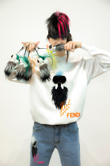 「豐臀金」的超模小妹Kendall Jenner為Karlito capsule collection拍攝Lookbook。翻攝Hypebeast