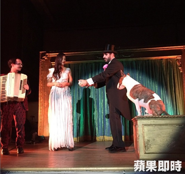 Neville Jacobs在派對上參加魔術表演。翻攝Neville Jacobs IG