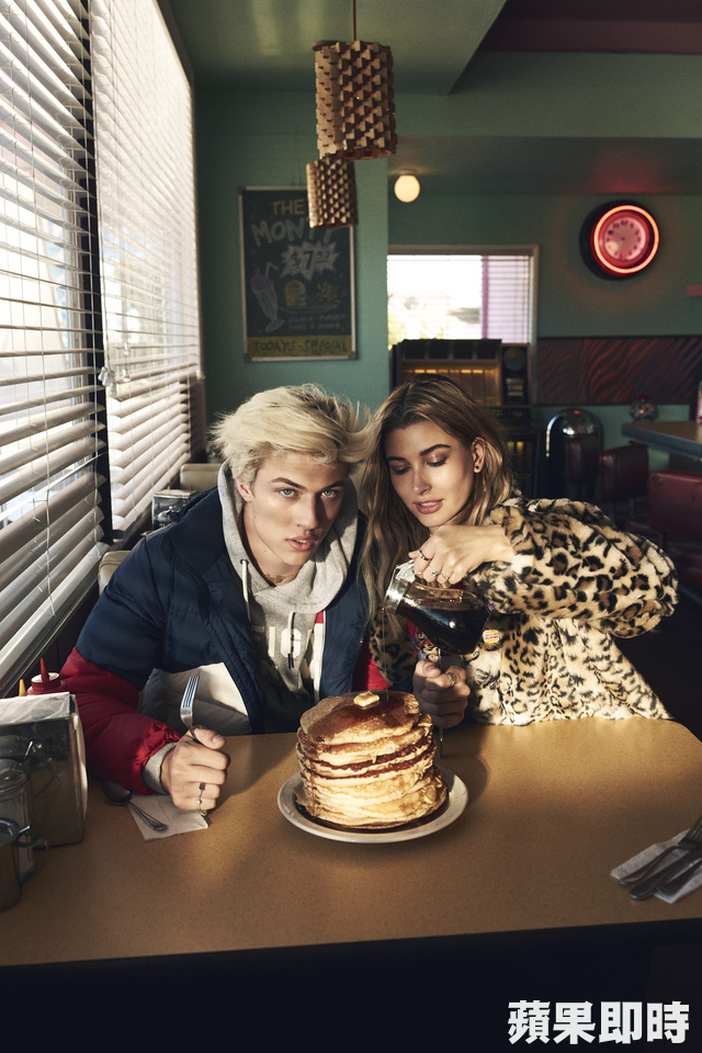 《追蹤名模Hailey Baldwin & Lucky Blue Smith的24小時》。品牌提供
