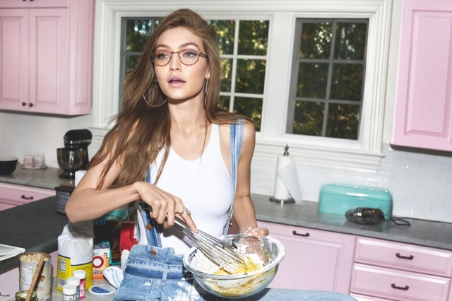 吉吉哈蒂德與時尚眼鏡品牌Vogue Eyewear合作,推出「GIGI HADID FOR VOGUE EYEWEAR」聯名系列。翻攝http://www.vogue-eyewear.com/