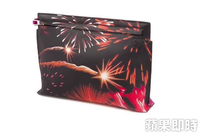 LOEWE T Pouch Fireworks。2萬7000元