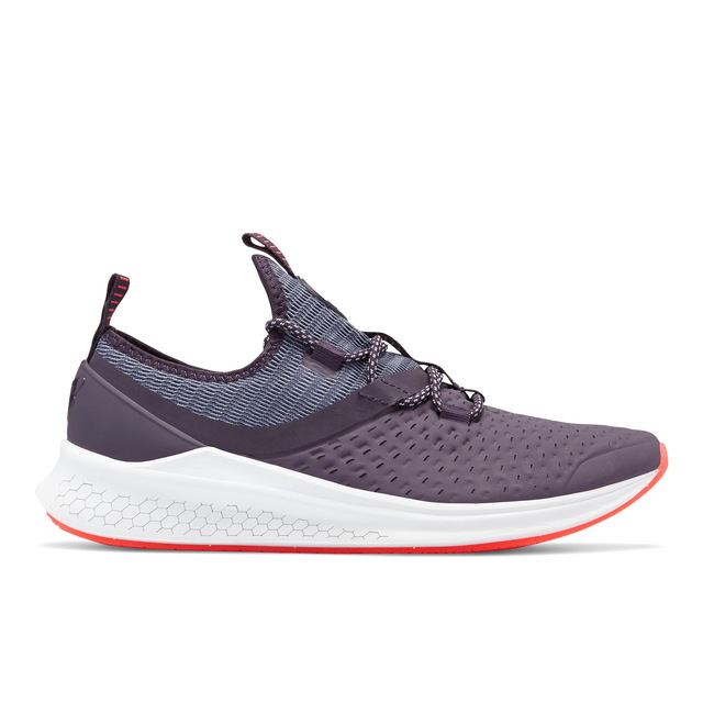 NEW BALANCE Fresh Foam LAZR Hyposkin紫色女款,3250元。品牌提供