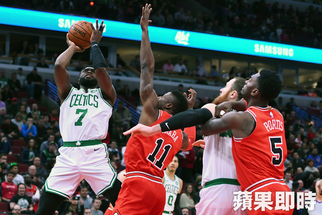 Jaylen Brown(布朗)攻下全場最高21分、4籃板、3助攻。(路透社)