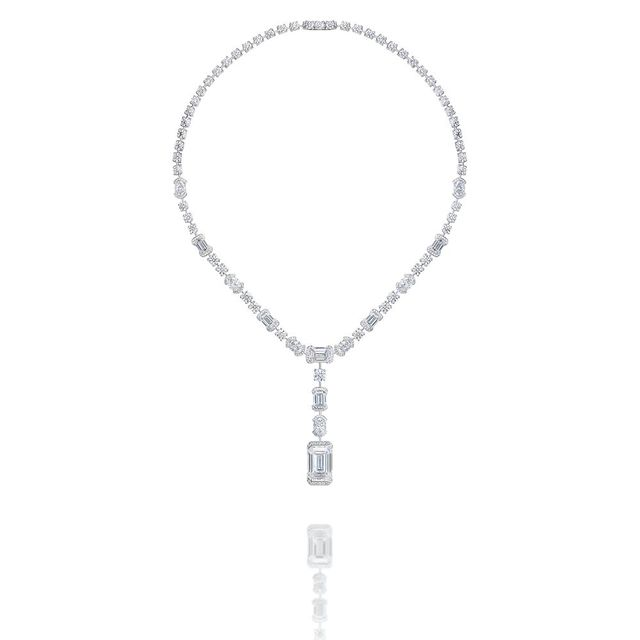 De Beers London by De Beers Battersea Light鑽石項鍊。品牌提供
