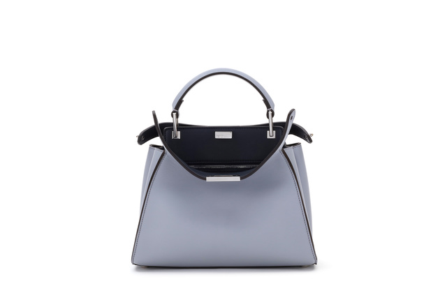 FENDI Peekaboo Essentially,13萬元。品牌提供