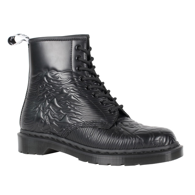 DR. MARTENS UNKNOWN PLEASURES靴款,6980元。品牌提供