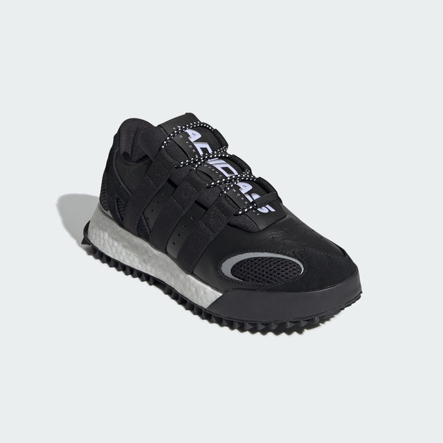 adidas Originals x Alexander Wang中性鞋款,7600元。品牌提供