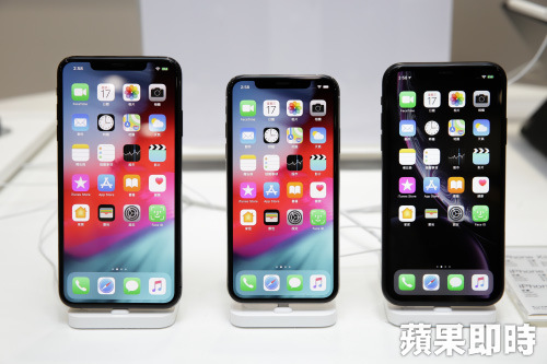 左起為iPhone XS MAX、iPhone XS、iPhone XR手機。資料照片