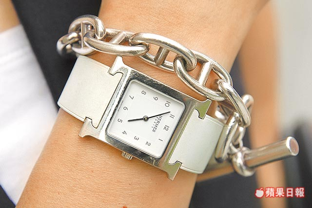 HERMES Chaine d'Ancre純銀手鍊約4萬元、Heure H腕錶約9萬元