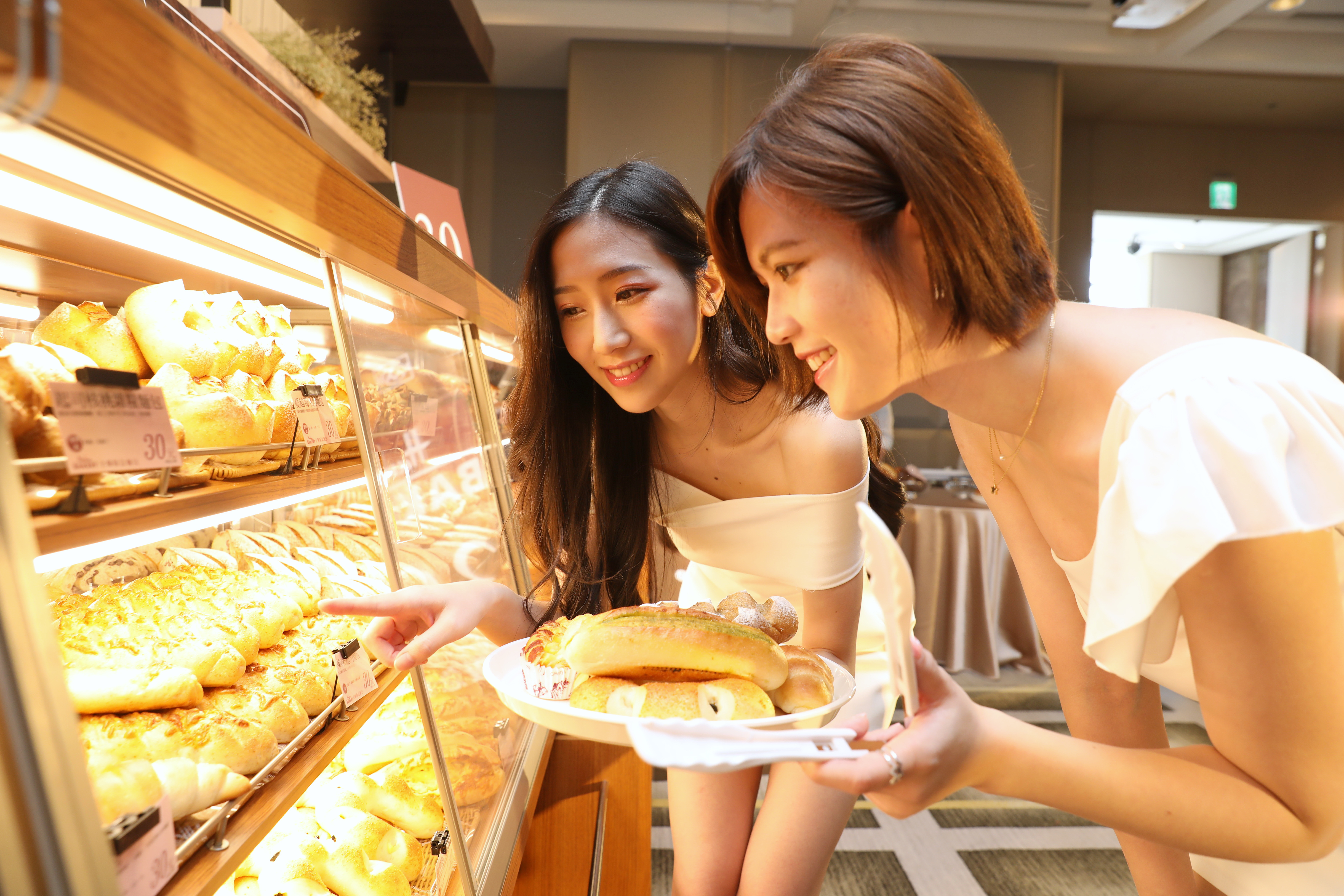 The total union sold a total of 850,000 freshly baked bread last year, with sales of over 23 million yuan. Photo by Van Yunchun